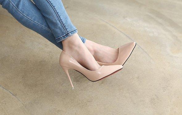 Классические остроносые туфли