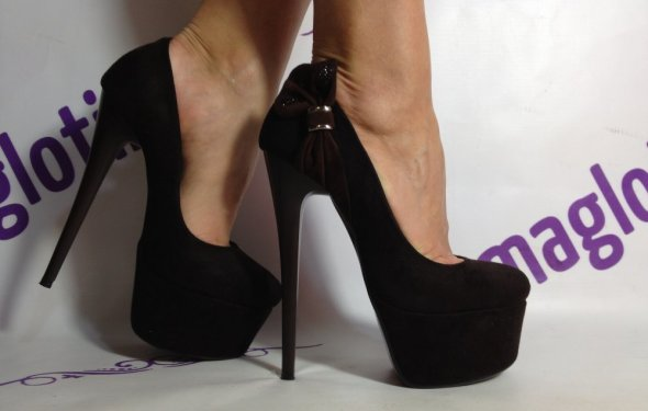 Купить замшевые ботинки на