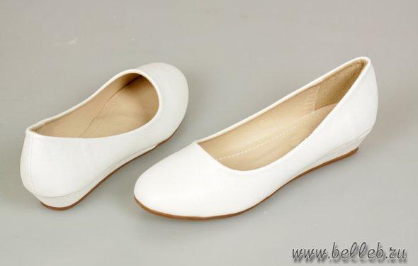 белые свадебные туфли на
