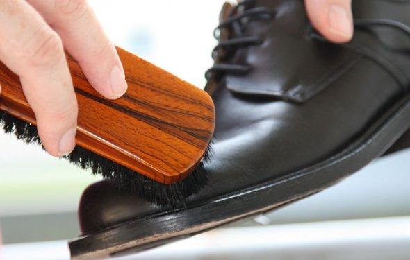 Schuhe putzen - Give your