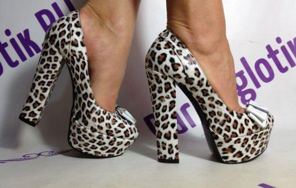 Черные лакированные туфли на